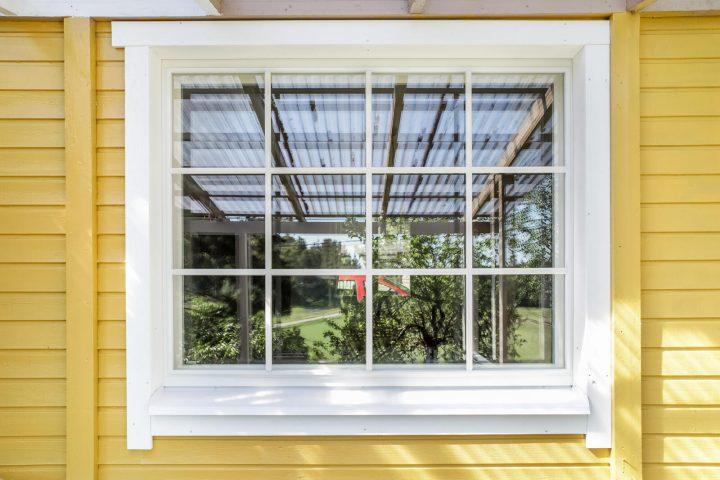 Ikkunoiden vaihto vanhaan taloon tarjoaa mahdollisuuksia myös ikkuna-aukkojen suurentamiseen.