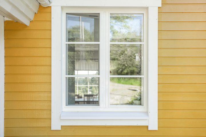 Perinnetalon remontti on hyvä esimerkki siitä, miten ikkunoiden vaihto vanhaan taloon vaikuttaa kokonaisuuteen.